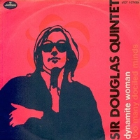 Dynamite woman \ Too many dociled minds - SIR DOUGLAS QUINTET